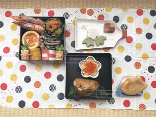 テーブルの上に食べ物の写真・画像素材[1737889]
