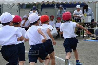 スポーツを再生する人々 のグループの写真・画像素材[1511782]