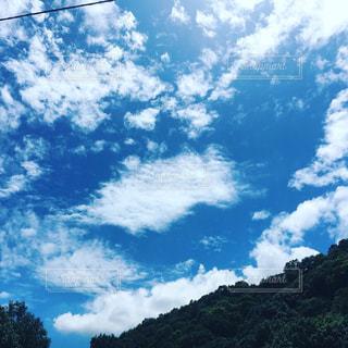 空には雲のグループの写真・画像素材[1510581]