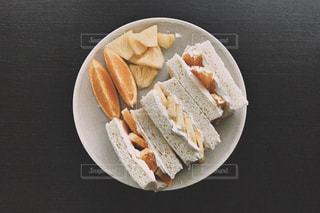 食べ物,朝食,オレンジ,パン,クリーム,フルーツ,果物,断面,生クリーム,皿,サンドイッチ,パイナップル,フルーツサンド,レシピ