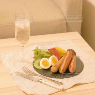 食べ物,ディナー,屋内,ジュース,テーブル,果物,野菜,皿,食器,レモン,サラダ,ドリンク,ファストフード