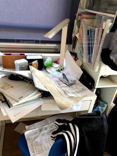 プリント,ごちゃごちゃ,机の上,片付けない,机の整理,心の整理,プリントまみれ,散らかった机,子どもの机