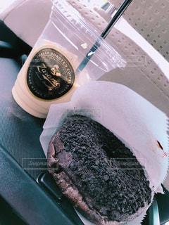車内,テーブル,おやつ,チョコレート,カフェオレ,ドーナツ,食欲の秋,ZARAME