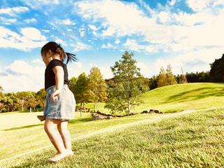 子ども,空,秋,雲,景色,子供,女の子,幼児