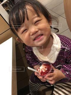 女の子,笑顔,幼児,食欲の秋