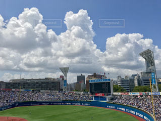 空,夏,スポーツ,屋外,雲,入道雲,野球,横浜スタジアム,試合,高校野球,応援,観客席,夏の空,満員,夏の雲,高校球児