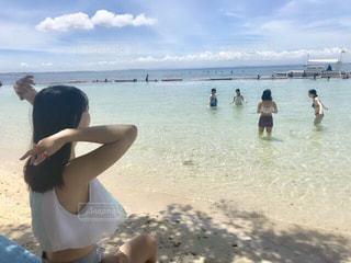 女性,自然,海,空,屋外,海外,ビーチ,砂浜,水面,海岸,人物,人,フィリピン,セブ,海外旅行