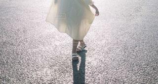 少女の足元の写真・画像素材[1820249]