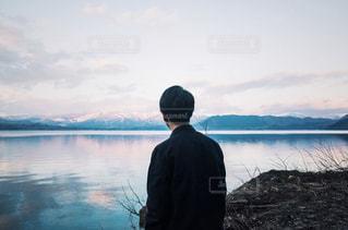 男性,空,屋外,湖,後ろ姿,水面,人物,背中,人,後姿,立つ,眺め,田沢湖