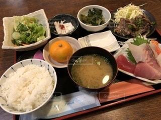 食べ物,食事,ランチ,テーブル,皿,料理,お昼ご飯,おまかせ定食