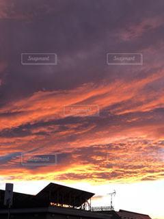 空,夕日,雲,夕焼け,屋根,夕焼け雲,秋空