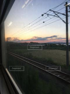 秋,電車,夕焼け,夕暮れ,夕方,田舎,景色,電線,旅,通勤,秋空