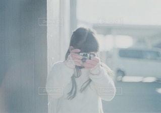 写ルンです女子の写真・画像素材[3422806]