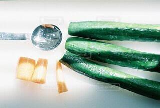 食べ物,緑,野菜,みずみずしい,食品,人参,キュウリ,ベジタリアン,新鮮,食材,採れたて,フレッシュ,ベジタブル,きゅうり,ニンジン