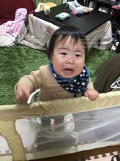 椅子に座っている赤ちゃんの写真・画像素材[1792850]