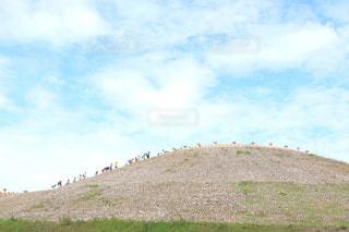 丘の頂上を目指しての写真・画像素材[1582128]
