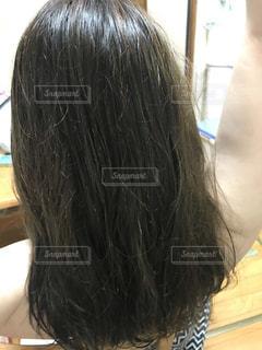 カラー後の後ろ姿の写真・画像素材[2277333]