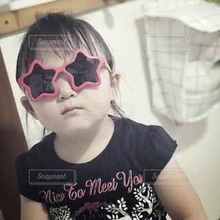 サングラス,女の子,眼鏡,星,人物,人,顔,幼児,フィルム,2歳,女子力,すまし顔,フィルム写真,メガネ,フィルムフォト
