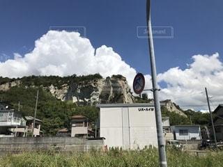 雲と岩山の写真・画像素材[2439844]