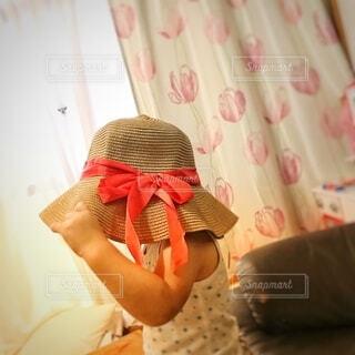 かわいい帽子姿の写真・画像素材[4750341]