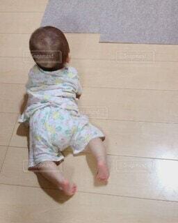 子ども,屋内,床,人物,人,赤ちゃん,幼児,少年,ズリバイ,ズリバイデビュー