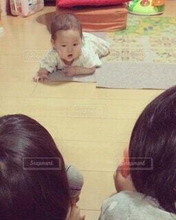 子ども,風景,屋内,かわいい,少女,人物,人,笑顔,赤ちゃん,幼児,少年,ベビー,ズリバイ,人間の顔,ズリバイデビュー