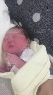 屋内,かわいい,女の子,人物,人,赤ちゃん,幼児,新生児,生まれたて,命,出産,お母さん,生まれる,泣き声,産声,人間の顔,パーソン