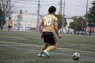 サッカーのゲームの若い男性のグループの写真・画像素材[1517733]