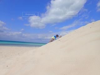 海,砂,ビーチ,砂浜,沖縄,山,登山,未来,こども,幼児,宮古島,夢,ポジティブ,希望,目標,与那覇前浜ビーチ,可能性,砂の山