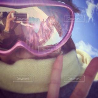 女性,恋人,2人,アウトドア,空,カップル,スポーツ,雪,ピンク,人物,人,ゴーグル,ゲレンデ,レジャー,写り込み,ツーショット