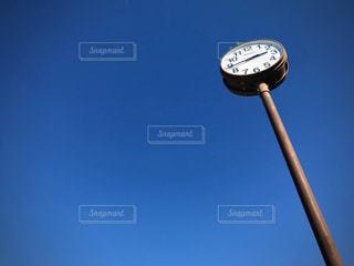 青空と時計の写真・画像素材[3001095]