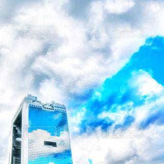 近くの青い曇り空の写真・画像素材[1519111]