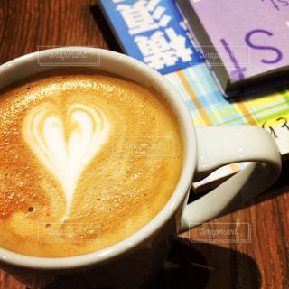 カフェで読書の写真・画像素材[1557221]