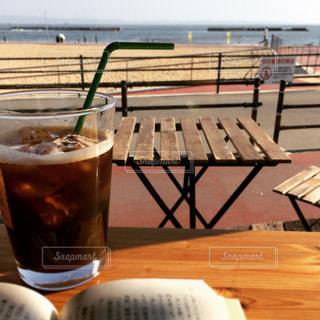 海辺の読書の写真・画像素材[1559433]