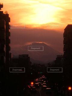 夕暮れ時の都市の景色の写真・画像素材[1688605]