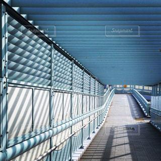 ストライプの歩道橋の写真・画像素材[2151192]