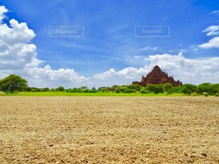 畑と青空の写真・画像素材[2058186]