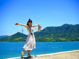 海と彼女の写真・画像素材[2379576]