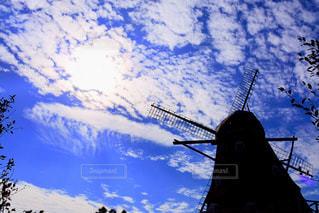 空と風車の写真・画像素材[2412530]