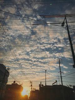 風景,空,秋,雲,夕焼け,夕暮れ,日差し,電柱,電線,夕陽,うろこ雲,秋空,赤信号