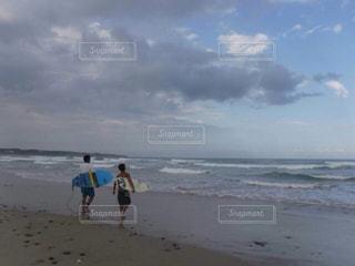秋,スポーツ,屋外,サーフィン,ビーチ,水面,若者,夏の終わり