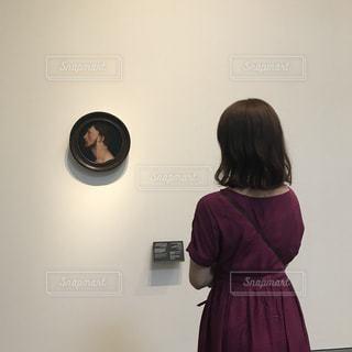 後ろ姿,絵画,美術館,ルーブル美術館,ドバイ,パーマ,ゆるふわ