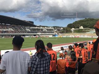 サッカー観戦中の写真・画像素材[1524270]
