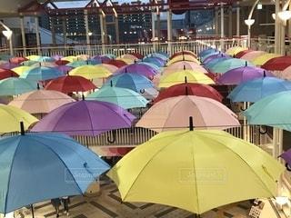 別着色された傘のグループの写真・画像素材[1537946]