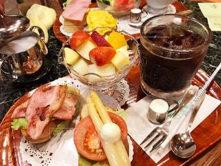 食べ物,コーヒー,朝食,アイスコーヒー,カラフル,フルーツ,果物,アスパラ,ベーコン,料理,朝ごはん,珈琲,モーニング
