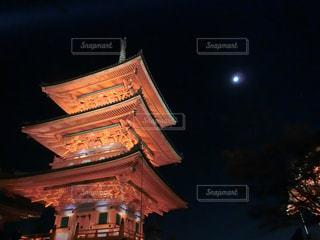 クロック タワーは夜ライトアップの写真・画像素材[1665901]