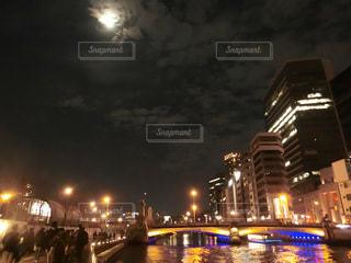 夜の街の景色の写真・画像素材[1686838]