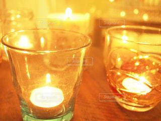近くにワインのグラスのの写真・画像素材[1876241]
