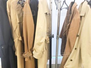 コート,オフィス,洋服,ハンガー,服,ベージュ,クローゼット,トレンチコート,ミルクティー色