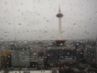 雨,京都,水,水滴,ガラス,京都タワー,雫,ガラス越し
